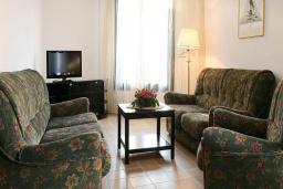 Гостиная. Черногория, Будва : Улучшенный апартамент