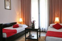 Спальня. Черногория, Будва : Улучшенный апартамент