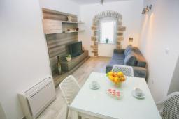 Гостиная. Черногория, Росе : Дом на берегу моря, 3 гостиные, 3 кухни, 4 спальни, 4 ванные комнаты