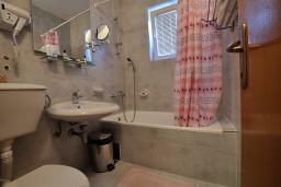 Ванная комната. Черногория, Петровац : Полулюкс B