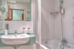 Ванная комната. Черногория, Петровац : Double room Extra A6