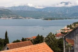 Вид на море. Черногория, Крашичи : Прекрасная вилла с бассейном и шикарным видом на море, 2 гостиные, 3 спальни, 5 ванных комнат, сад