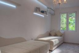 Bed room 3. Montenegro, Budva : Villa with 3 bedrooms in Budva for 6 guests