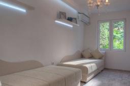 Спальня 3. Черногория, Будва : Вилла с гостиной, тремя отдельными спальнями, двумя ванными комнатами, паркоместо, Wi-Fi