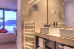 Ванная комната. Черногория, Пржно / Милочер : Одноместный номер с видом на море
