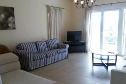 Гостиная. Черногория, Бигова : Двухэтажная вилла с гостиной, 4-мя спальнями, 2-мя ванными комнатами, общий бассейн, место для барбекю, парковка, Wi-Fi