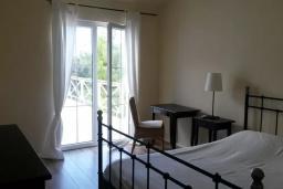 Спальня. Черногория, Бигова : Двухэтажная вилла с гостиной, 4-мя спальнями, 2-мя ванными комнатами, общий бассейн, место для барбекю, парковка, Wi-Fi