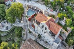 Территория. Черногория, Росе : Каменный дом с бассейном и двориком, 3 гостиные, 5 спален, 5 ванных комнат, барбекю, парковка, Wi-Fi