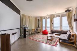 Гостиная. Черногория, Ульцинь : Вилла с панорамным видом на море и красивым дизайном, 4 спальни, 2 ванные комнаты, две большие террасы, паркоместо