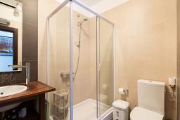 Ванная комната. Черногория, Ульцинь : Вилла с панорамным видом на море и красивым дизайном, 4 спальни, 2 ванные комнаты, две большие террасы, паркоместо