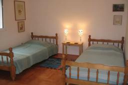 Спальня 5. Черногория, Герцег-Нови : Вилла с шикарным видом на море, 2 гостиные, 5 спален, 3 ванные комнаты, дворик с местом для барбекю