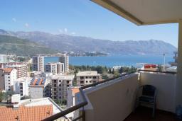 Вид на море. Черногория, Будва : Апартамент с балконом и видом на море, с гостиной и отдельной спальней