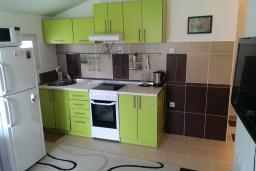 Кухня. Черногория, Селяново : Апартамент с гостиной и отдельной спальней