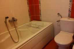 Ванная комната. Черногория, Шушань : Дом с видом на море, 4 спальни, 2 ванные комнаты, 2 террасы, парковка, место для барбекю