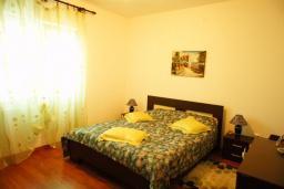 Спальня. Черногория, Шушань : Дом с видом на море, 4 спальни, 2 ванные комнаты, 2 террасы, парковка, место для барбекю