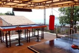 Территория. Черногория, Сутоморе : Вилла с видом на море, гостиная, 4 спальни, 3 кухни, 4 ванные комнаты, большая терраса, место для барбекю, парковка