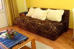 Гостиная. Черногория, Сутоморе : Вилла с видом на море, гостиная, 4 спальни, 3 кухни, 4 ванные комнаты, большая терраса, место для барбекю, парковка