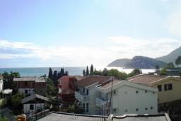 Вид на море. Черногория, Сутоморе : Вилла с видом на море в 100 метрах от пляжа, гостиная, три спальни, дворик, место для барбекю, парковка