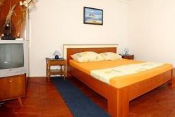 Спальня. Черногория, Сутоморе : Домик с террасой в 100 метрах от пляжа
