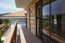 Балкон. Черногория, Зеленика : Апартамент с балконом и видом на море, с гостиной и отдельной спальней