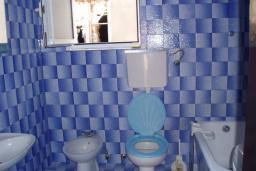 Ванная комната. Черногория, Ораховац : Апартамент недалеко от пляжа, 2 спальни, большой балкон с видом на море