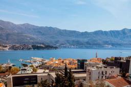 Вид на море. Черногория, Будва : Пентхаус с шикарным видом на море, гостиная, 3 спальни, 2 ванные комнаты