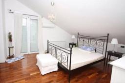 Спальня. Черногория, Будва : Пентхаус с шикарным видом на море, гостиная, 3 спальни, 2 ванные комнаты