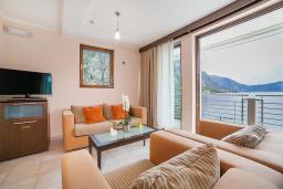 Гостиная. Черногория, Ораховац : Люкс с одной спальней и видом на море