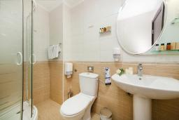 Ванная комната. Черногория, Ораховац : Полулюкс с видом на море