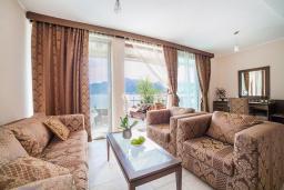 Гостиная. Черногория, Ораховац : Люкс с двумя спальнями и видом на море