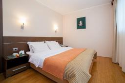 Спальня. Черногория, Ораховац : Семейный люкс с одной спальней и видом на горы