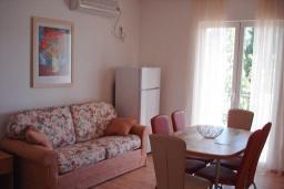 Гостиная. Черногория, Сутоморе : Апартамент с гостиной, двумя спальнями и двумя ванными комнатами