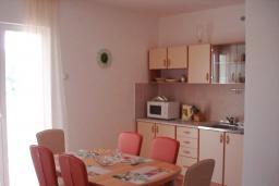 Кухня. Черногория, Сутоморе : Апартамент с гостиной, двумя спальнями и двумя ванными комнатами