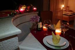 Балкон. Черногория, Сутоморе : Апартамент с гостиной, двумя спальнями и двумя ванными комнатами