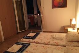 Спальня 2. Черногория, Сутоморе : Апартамент с гостиной, двумя спальнями и двумя ванными комнатами