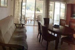 Гостиная. Черногория, Сутоморе : Просторный пентхаус с гостиной, тремя спальнями и двумя ванными комнатами