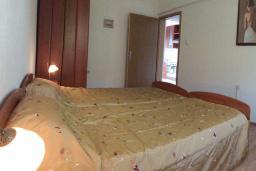 Спальня 2. Черногория, Сутоморе : Просторный пентхаус с гостиной, тремя спальнями и двумя ванными комнатами