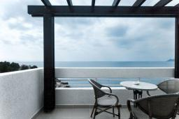 Балкон. Черногория, Добра Вода : Улучшенный номер с видом на море