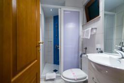 Ванная комната. Черногория, Добра Вода : Полулюкс