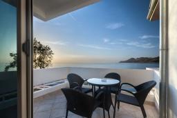 Вид на море. Черногория, Добра Вода : Полулюкс Делюкс с видом на море