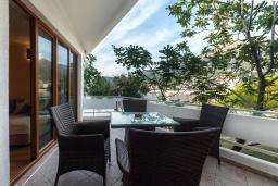 Балкон. Черногория, Добра Вода : Апартаменты Делюкс с видом на море