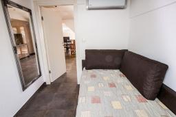 Спальня 2. Черногория, Бечичи : Апартамент с балконом и видом на море, большая гостиная, две спальни