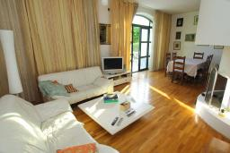 Living room. Montenegro, Herceg-Novi : Villa with 3 bedrooms in Herceg-Novi for 7 guests