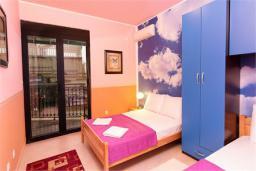 Спальня 2. Черногория, Доброта : Апартамент в 50 метрах от пляжа, большая гостиная, две спальни, балкон с видом на море