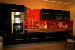 Кухня. Черногория, Доброта : Апартамент в 50 метрах от пляжа, большая гостиная, две спальни, балкон с видом на море