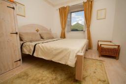 Спальня 2. Черногория, Герцег-Нови : Каменный дом с двориком, 2 гостиные, 4 спальни, 3 ванные комнаты, Wi-Fi