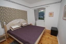 Спальня 3. Черногория, Герцег-Нови : Каменный дом с двориком, 2 гостиные, 4 спальни, 3 ванные комнаты, Wi-Fi