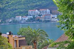 Вид на море. Черногория, Доброта : Апартамент с видом на море, гостиная и две отдельные спальни