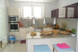 Кухня. Черногория, Герцег-Нови : Шикарная вилла с бассейном и теннисным кортом, 7 спален, 7 ванных комнат, зеленый дворик, гараж