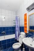 Ванная комната. Черногория, Доброта : Апартамент на берегу моря, гостиная, 2 отдельные спальни, терасса
